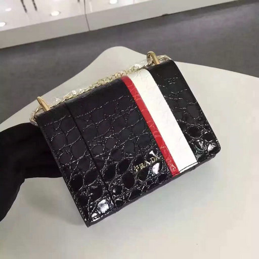 2016 A/W Prada Crocodile Leather Shoulder Bag 1BH007 in Black/White/Red